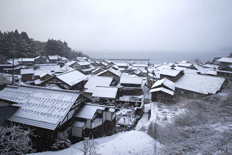 曲の家並み 冬の景色